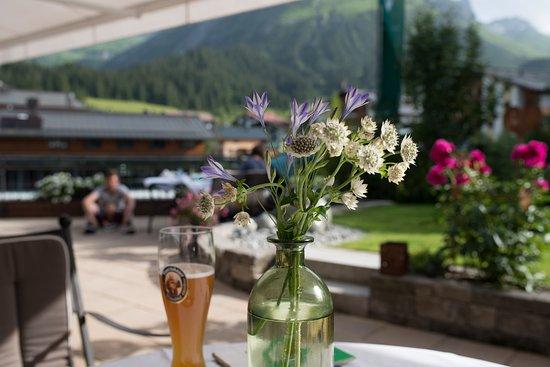 Hotel Haldenhof: Flowers on the terrace