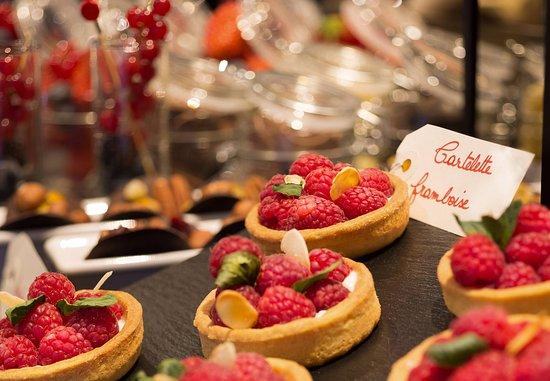 La Defense, France : Meetings Imagined Desserts