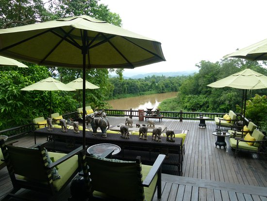 Four Seasons Tented Camp Golden Triangle: Deck over river near Restaurant and Bar