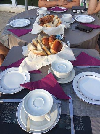 Hotel l'Amphore de l'Escalet : Desayuno francés. 12€/persona (carito)
