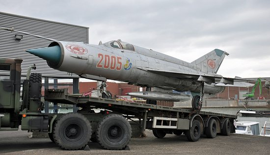 Maasbracht, The Netherlands: Mig 21 van Poolse leger op US Truck