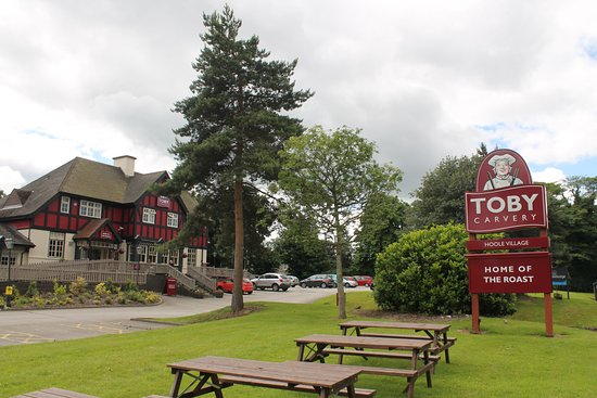 Toby Carvery Hoole Village: The exterior of the Toby Carvery at Hoole Village is both impressive and welcoming.