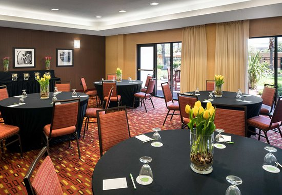 Milpitas, CA: Meeting Room - Banquet Setup