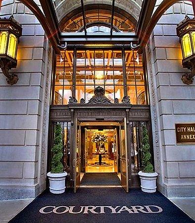 Courtyard Philadelphia Downtown: Grand Entrance