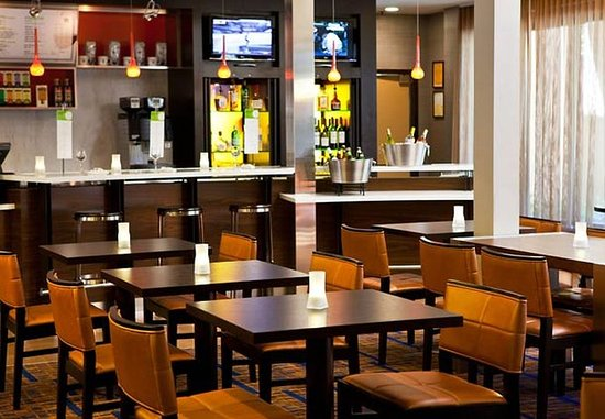 Pleasanton, Kaliforniya: The Bistro Dining Area