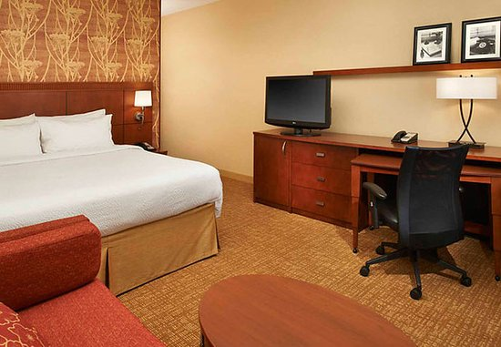 Waukegan, IL: King Guest Room