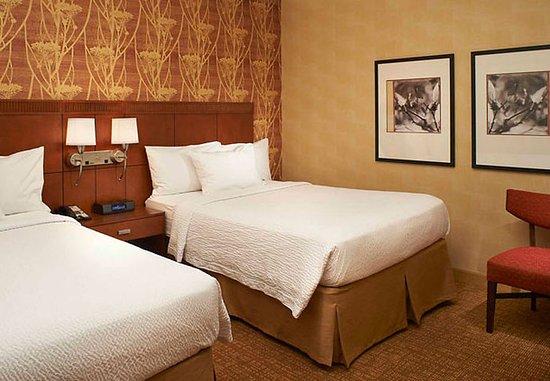 Waukegan, إلينوي: Queen/Queen Suite Bedroom