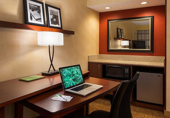 San Bruno, Kalifornia: Suite Work Area & Bar