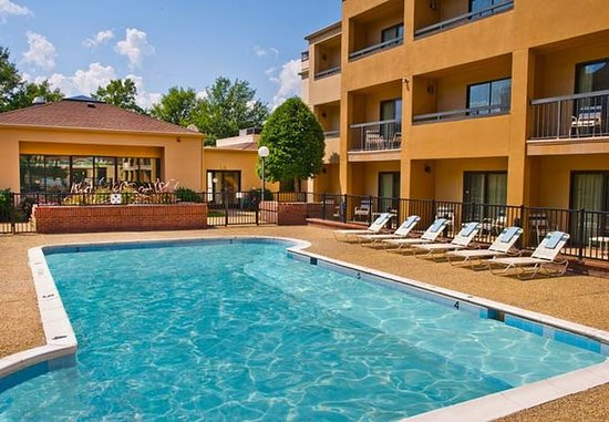 Hampton, VA: Outdoor Pool