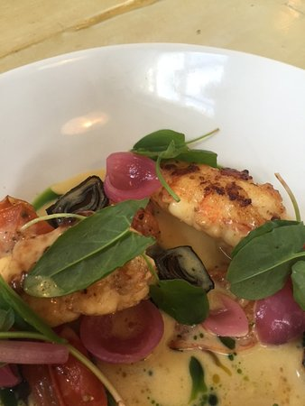 Vestmannaeyjar, Islandia: Grilled lobster with wine sauce, sea truffle, sorrel and pickled onions, in harmony.