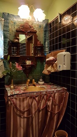 Arakawa, Japonia: Bling in the bathroom. You have to see it to believe it.