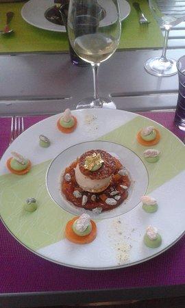 Chatellerault, Francia: compotée d'abricot miel glace nougat