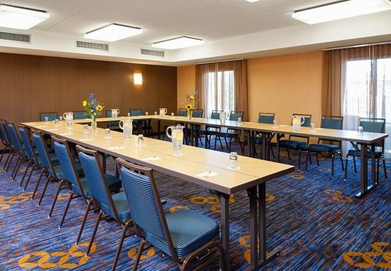 Glenview, IL: Meeting Room – U-Shape Setup