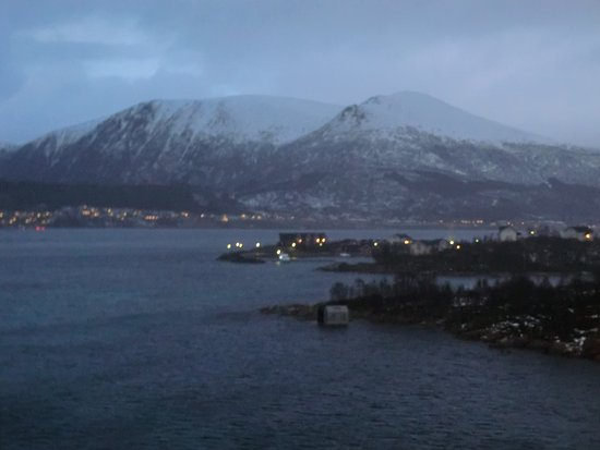 Stokmarknes, Norwegia: Das Kyshotel von dem Hurtigrutenmuseum aus