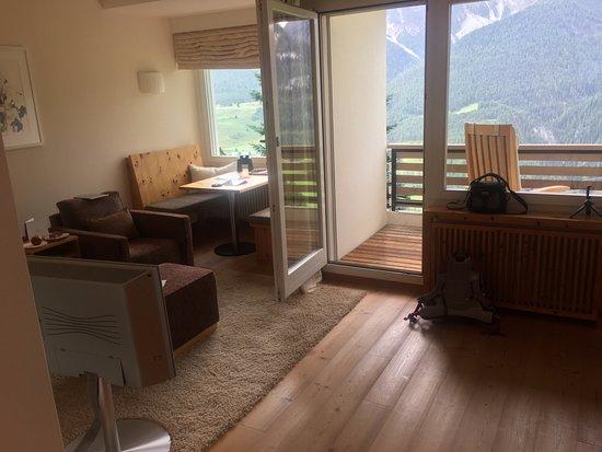 Fetan, Schweiz: Sitzecke mit Balkon und Ausblick
