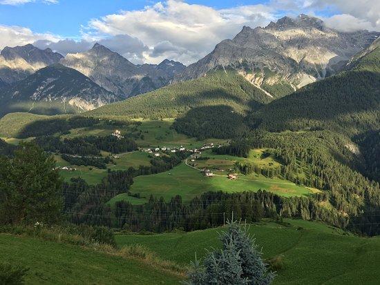 Fetan, Schweiz: Aussicht von der Terrasse