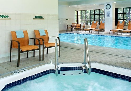 Covington, KY: Indoor Pool & Hot Tub