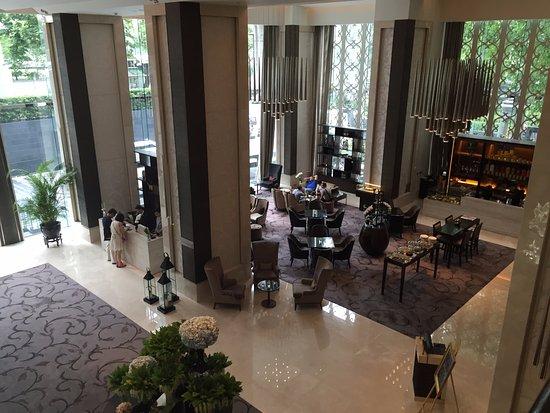 The St. Regis Bangkok: Lower lobby