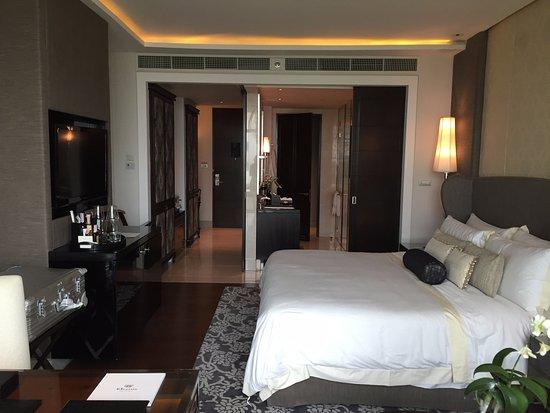 The St. Regis Bangkok: Grand Deluxe Room