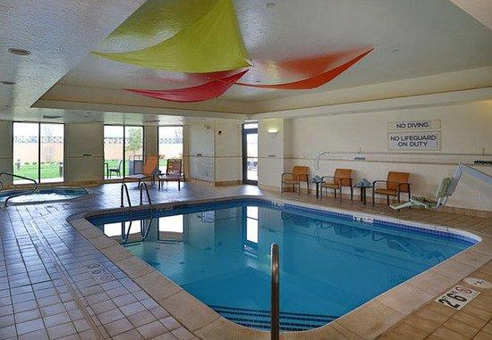 Courtyard Springfield Airport: Indoor Pool & Whirlpool