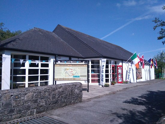 County Galway, Irland: Updated Exterior of The Visitor Centre