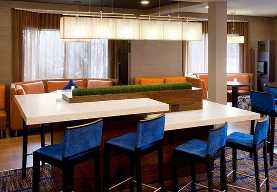South San Francisco, Californie : Lobby Communal Table