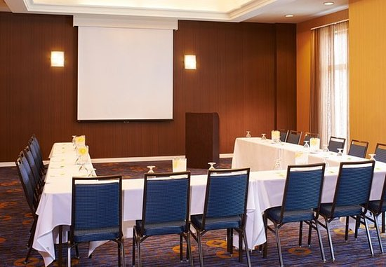 Overland Park, KS: Meeting Room – U-Shape Setup