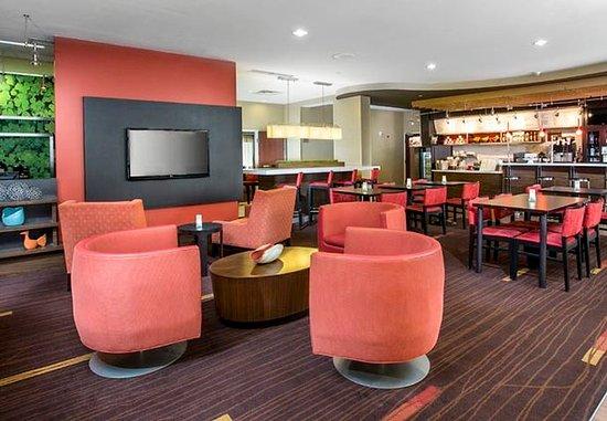 Peoria, إلينوي: The Bistro & Lounge Area