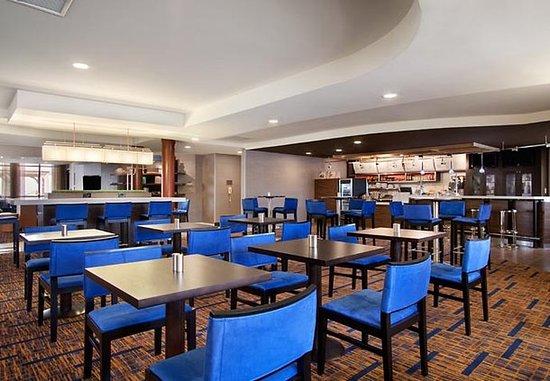 Уэст-Орандж, Нью-Джерси: The Bistro Dining Area