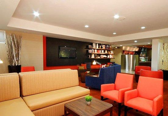 Bloomingdale, IL: Lounge