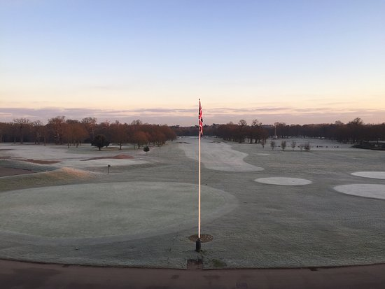 Stoke Park Country Club, Spa and Hotel: View of the golf course from balcony of first floor mansion room.