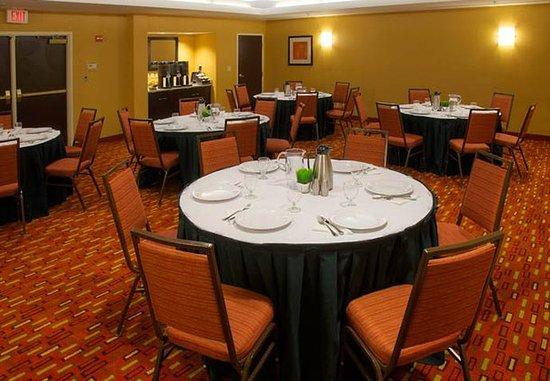 Danbury, CT: Meeting Room Banquet Setup