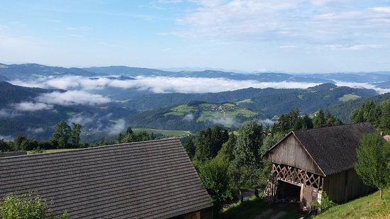 Poljane nad Skofjo Loko, Eslovênia: Il mare di nubi scompare al sole