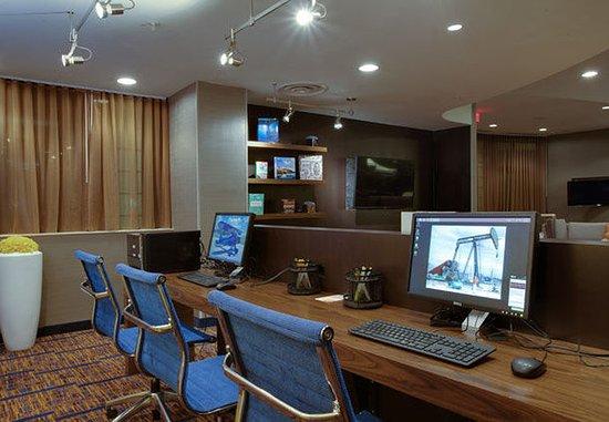 Farmingdale, NY: Business Center