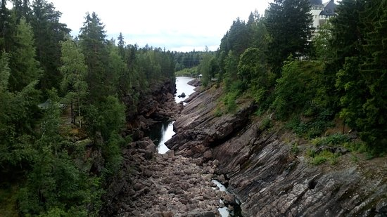Imatra Waterfall: Водопад с другой стороны