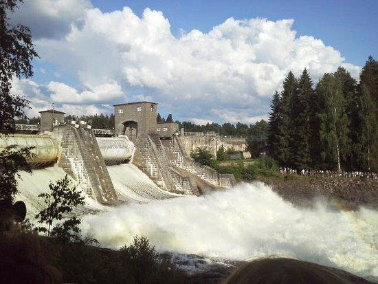 Imatra Waterfall: Спуск водопада