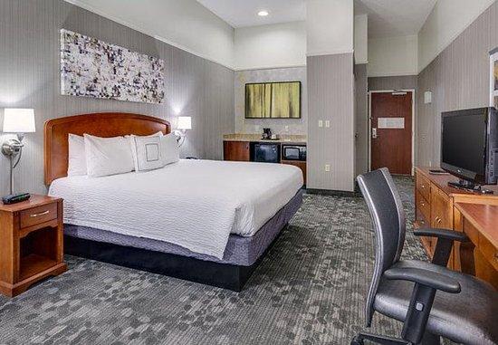Warwick, RI: Executive King Guest Room