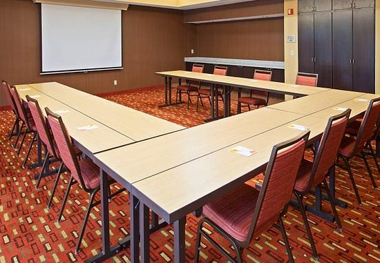 Mishawaka, IN: Meeting Room – U-Shape Setup