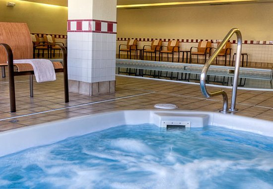 Normal, Илинойс: Indoor Hot Tub