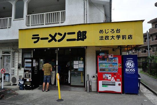 Ramenjiro: 店内も含めて不潔感がないのも良いポイントです