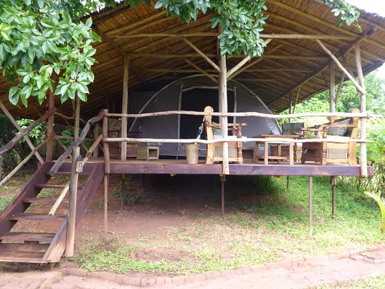 Mzuzu, Malawi: Don't let the tent fool you, very spacious and nice inside!