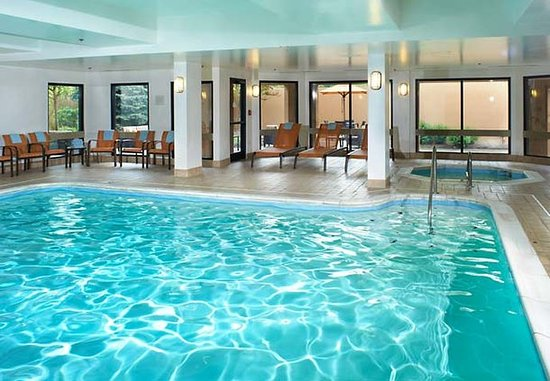 North Olmsted, OH : Indoor Pool & Hot Tub