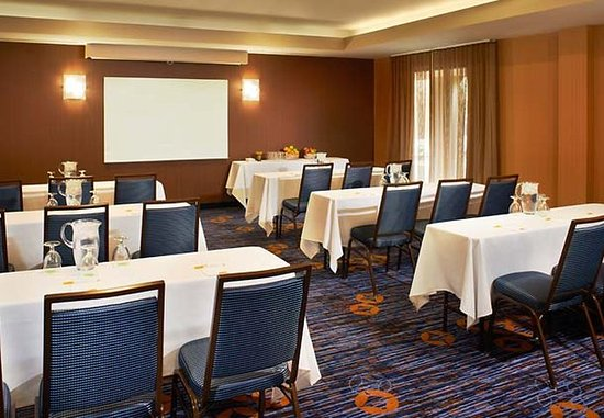 North Olmsted, OH : Meeting Room