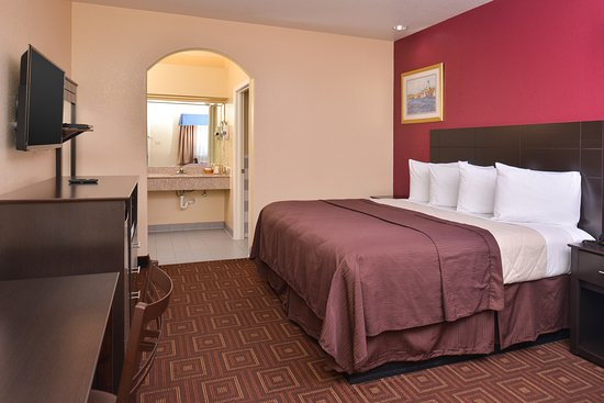 Baytown, TX: One King Bed