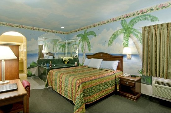 Baytown, TX: One King Jacuzzi Suite