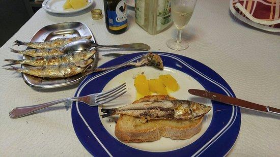 Linda-a-Velha, البرتغال: As melhores sardinhas do ano..