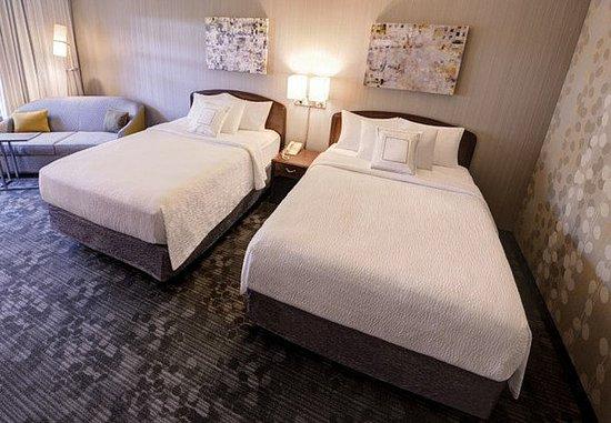 Wausau, WI: Larger Queen/Queen Guest Room