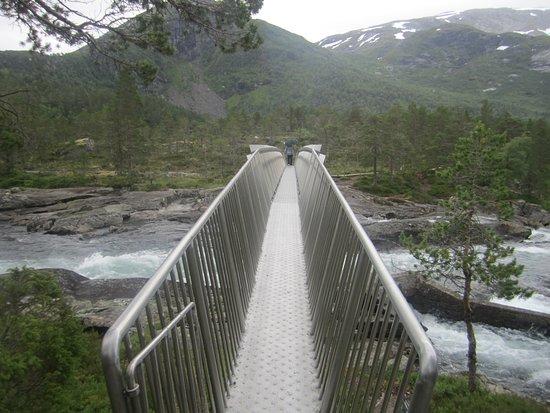 Forde, Norwegia: прогулка по мостику