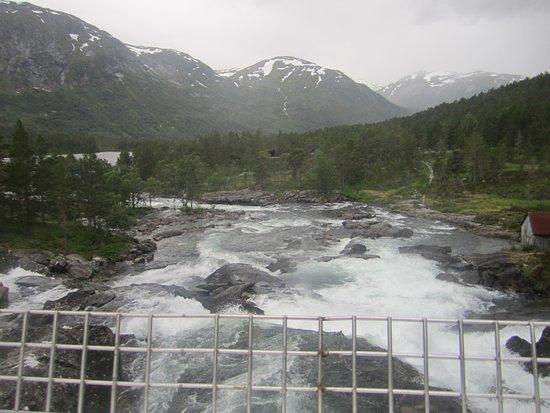 Forde, Norwegia: живописный вид с моста