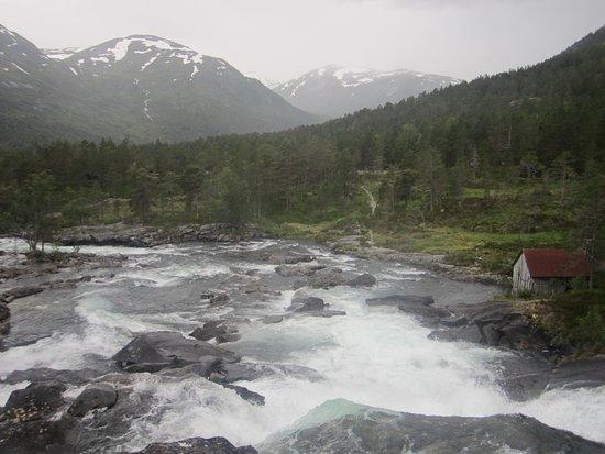 Forde, Norwegia: пороги у мостика